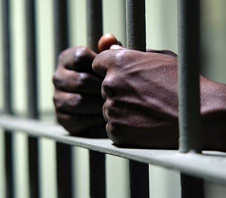 jail-hands